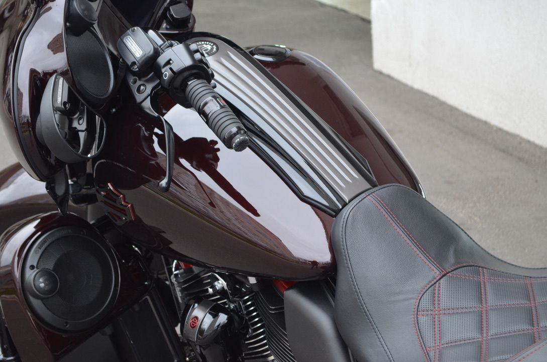 оклейка бака мотоцикла пленкой